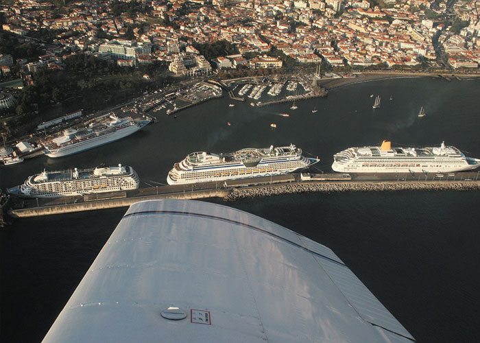 funchal bay plane tour
